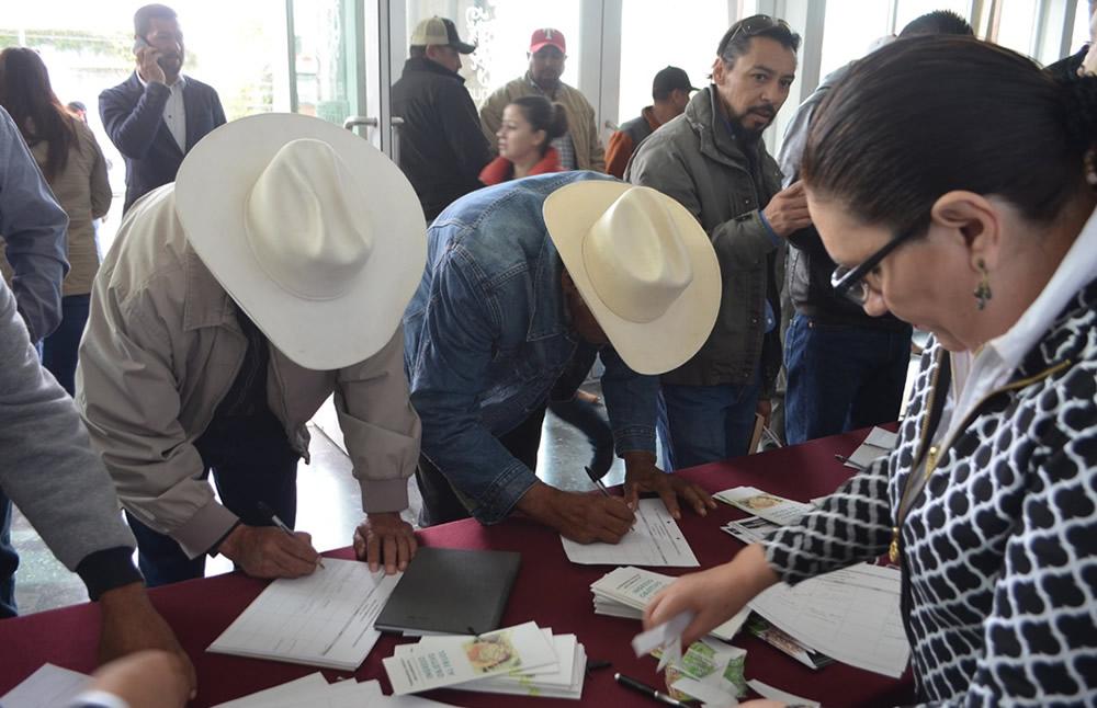 firman-campesinos-acuerdo-para-impulsar-precio-del-frijol1