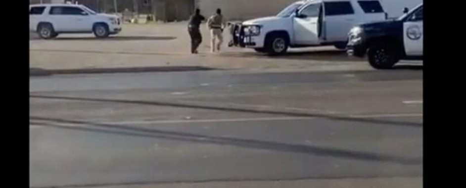 SE ENFRENTA HOMBRE ARMANDO CONTRA POLICÍAS DESPUÉS SE MATAR A SU ESPOSA